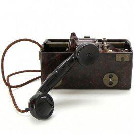 Přenosný polní telefon s hláskovací tabulkou
