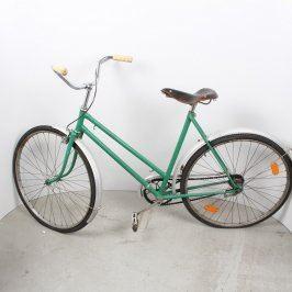 Staré dámské jízdní kolo zelené