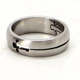Ocelový prsten výřez kříž 18,5 mm